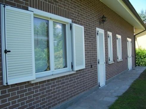 Persiane alluminio milano italport produzione e vendita infissi porte e finestre - Finestre in legno bianche ...